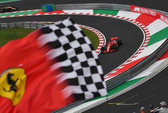 Sebastian Vettel startet nur von Position vier in den Ungarn GP - Foto: Sutton