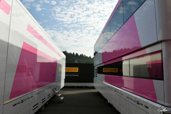 Force-India-Trucks ohne Logos in Spa, Teil 2 - Foto: Sutton