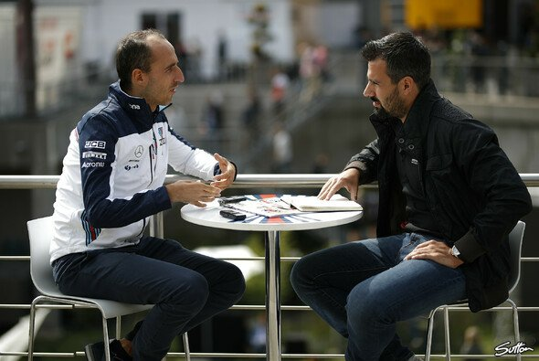 Kubica beim Interview mit Motorsport-Magazin.com - Foto: Sutton