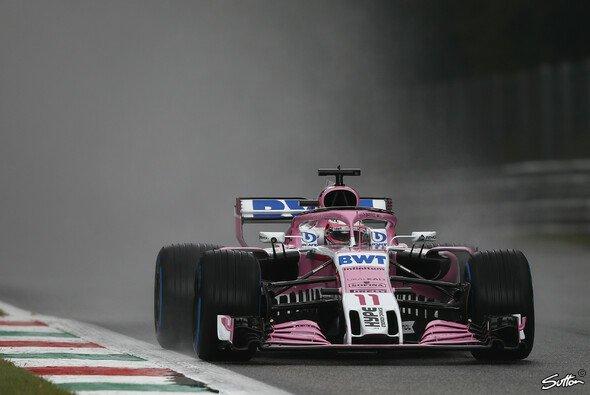 Sergio Perez markierte im verregneten ersten Training von Monza für Force India die Bestzeit - Foto: Sutton