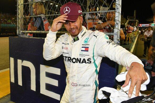 Lewis Hamilton rockt das Singapur-Qualifying - Foto: Sutton