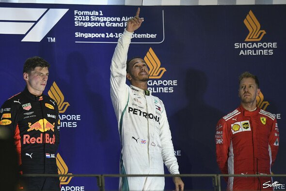 Lewis Hamilton siegt in Singapur - Foto: Sutton