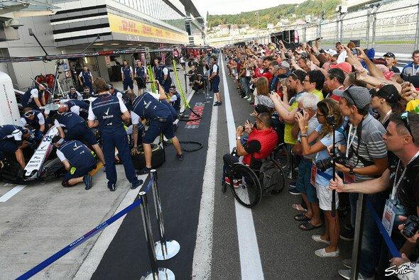 Die Formel 1 macht in Russland Station, das Rennwochenende startete am Donnerstag mit dem Medientag - Foto: Sutton