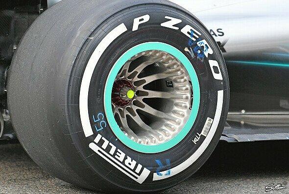 Von außen sind die Bohrungen in den Distanzscheiben an der Mercedes-Felge nicht zu erkennen - Foto: Sutton