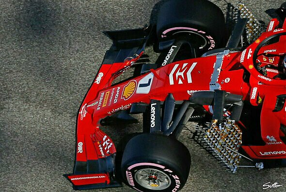 Kimi Räikkönen mit dem Experimental-Flügel - Foto: Sutton