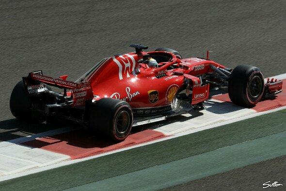 Trotz starkem Mercedes-Qualifying sieht Sebastian Vettel für Ferrari noch Chancen in Abu Dhabi - Foto: Sutton