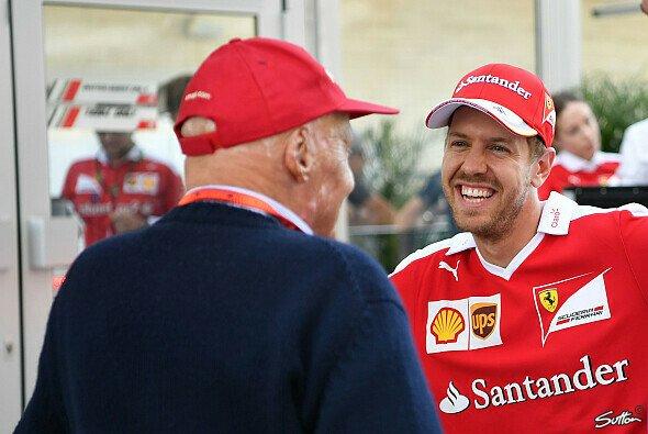 Niki Lauda bedeutete Sebastian Vettel viel - Foto: Sutton