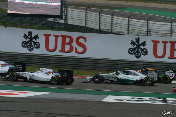 Enge Kiste beim Start in den China Grand Prix - Foto: Sutton