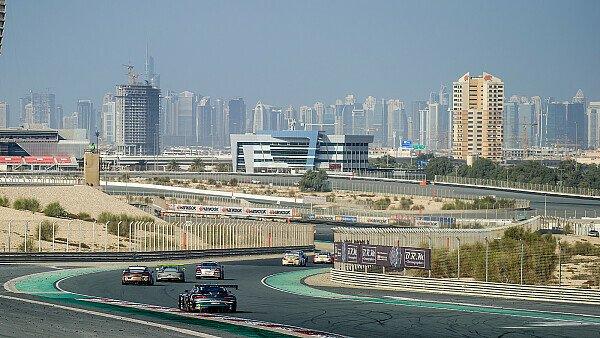 Beeindruckende Kulisse: Die 24 Stunden von Dubai, Foto: Porsche